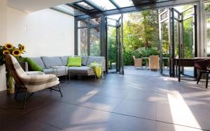 Wintergarten Innenansicht m. Faltfenstern